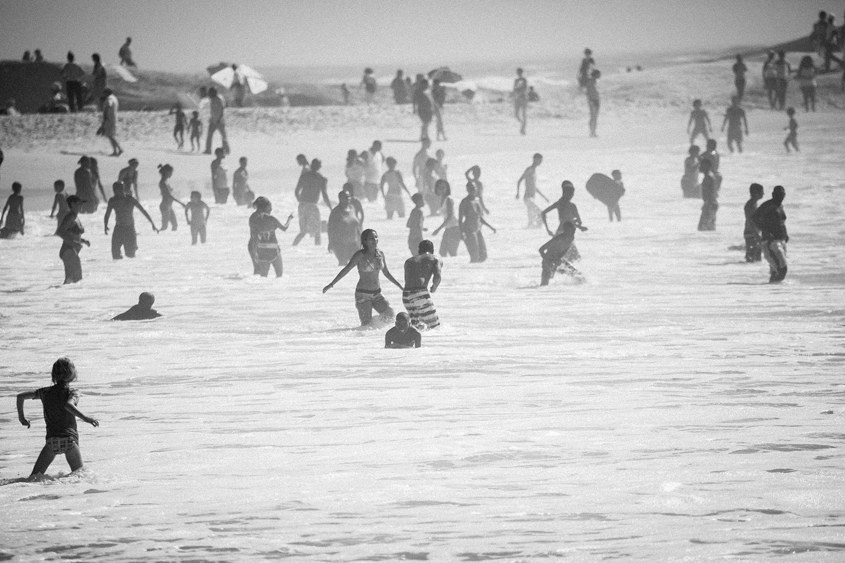 SA_BEACH_CROWD